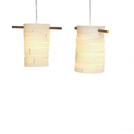 Bånd pendel: Porcelæn. Laves fra Ø12 x  H 15 cm til Ø 19 x  H 21 cm. Ledning i klar plast eller stof.